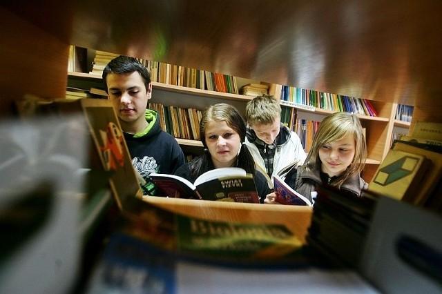Uczniowie z Gimnazjum nr 3 mogą wypożyczyć podręczniki w szkolnej bibliotece