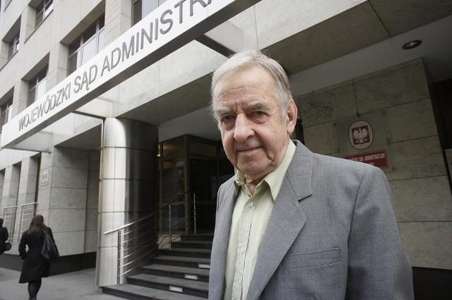 Hubert Kużdowicz walczy w sądzie o to, by w sąsiedztwie jego domu nie powstał blok.
