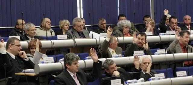 Nie wiadomo, jak nad zgłoszoną przez opozycyjnych radnych uchwałą zagłosuje  rada