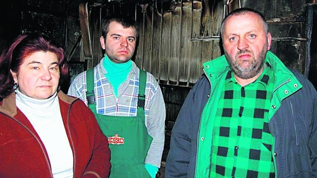 Trzyosobowa rodzina z Uszwi w Wielki Czwartek straciła dom. Święta spędzili Zającowie u sąsiadów, którzy przyszli z pomocą