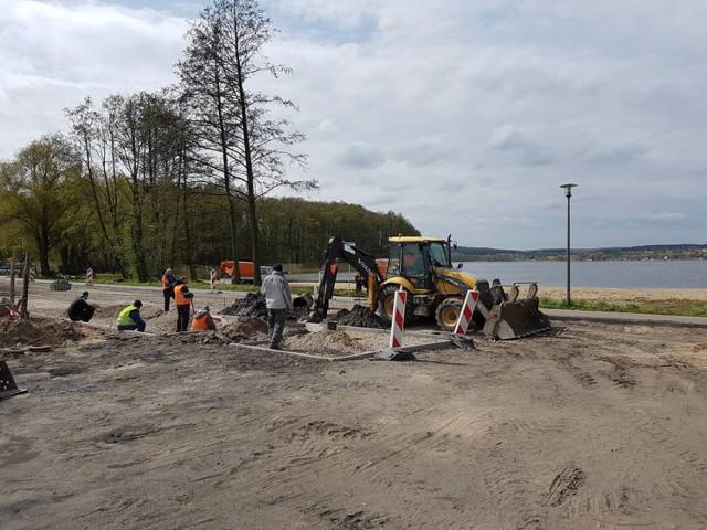 Przy plaży w Ratajach wybudowano już parking i infrastrukturę dla ratowników. Jest także stacja roweru miejskiego