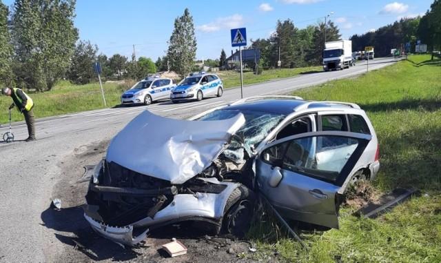 Zderzyły się dwa pojazdy osobowe. Pięć osób zostało przetransportowanych do szpitala.