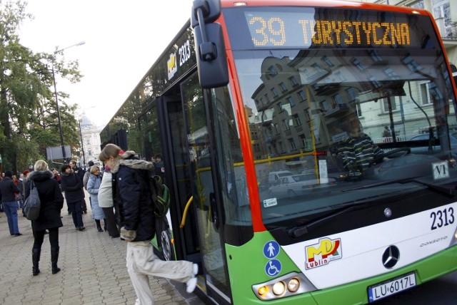 Autobusy najpopularniejszych linii komunikacji miejskiej, jak 39, 57, 150 czy 9 będą w świąteczna niedzielę kursować co godzinę.