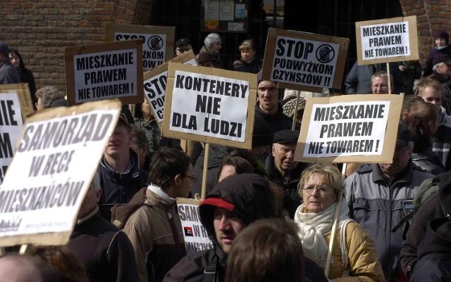 """Przeciwko kontenerom socjalnym protestowali mieszkańcy m.in. w marcu br. podczas """"marszu pustych garnków"""""""