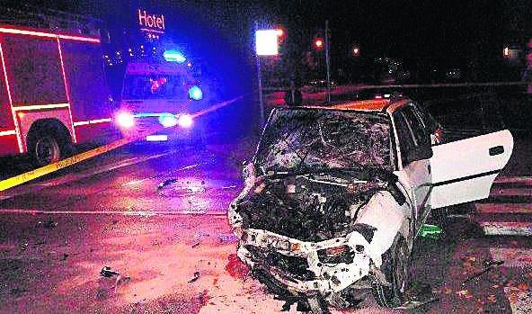 Opel astra został kompletnie zniszczony podczas zderzenia z volkswagenem polo