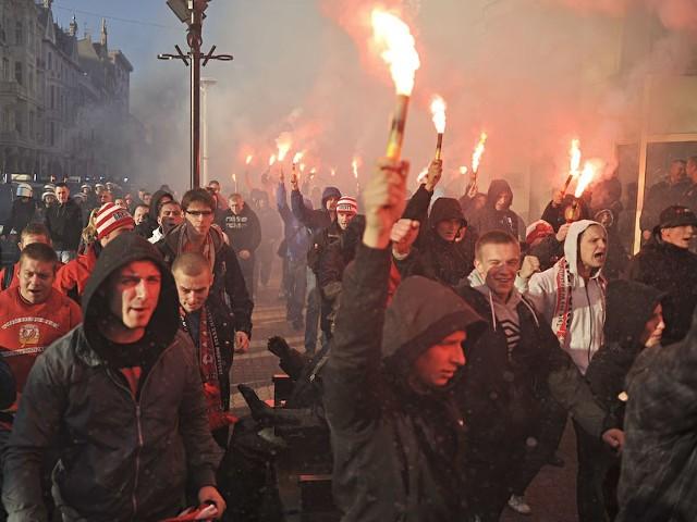 O 18:30 rozpoczęły się derby Łodzi.