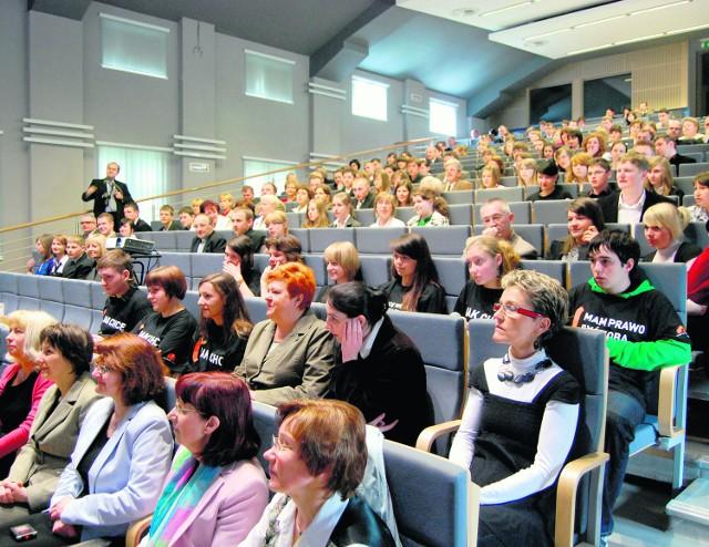 Studenci przysłuchiwali się rzecznikowi praw dziecka