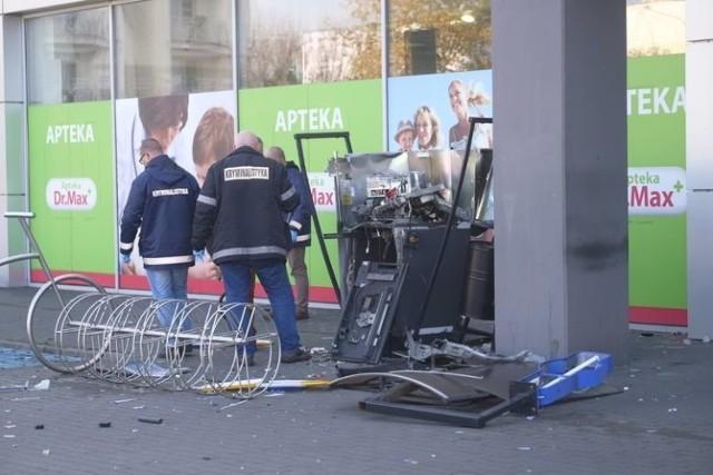 Niedawno włamano się do bankomatu przy Szosie Bydgoskiej w Toruniu. Sprawców na razie nie ustalono. Tymczasem prokuratura sporządziła akt oskarżenia w sprawie kilku podobnych, ale nieudanych przestępstw w regionie.   >>>> CZYTAJ DALEJ