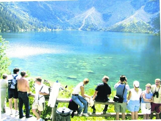 Turyści nie dotrą nad jezioro, bo droga wymaga remontu