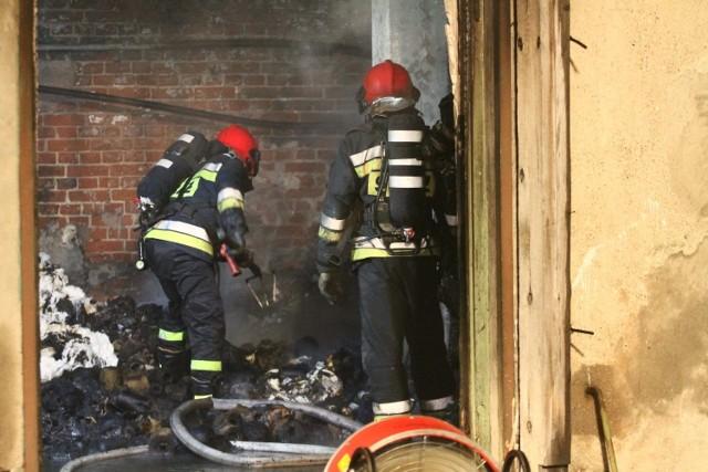 Pustostan przy Lipowej 83 płonął 2 razy w ciągu doby. Strażacy mówią o podpaleniu.