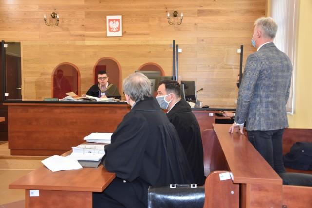 W Sądzie Rejonowym w Nakle odbyła się pierwsza rozprawa z udziałem burmistrza Mroczy Leszka K. i byłej skarbnik tej gminy