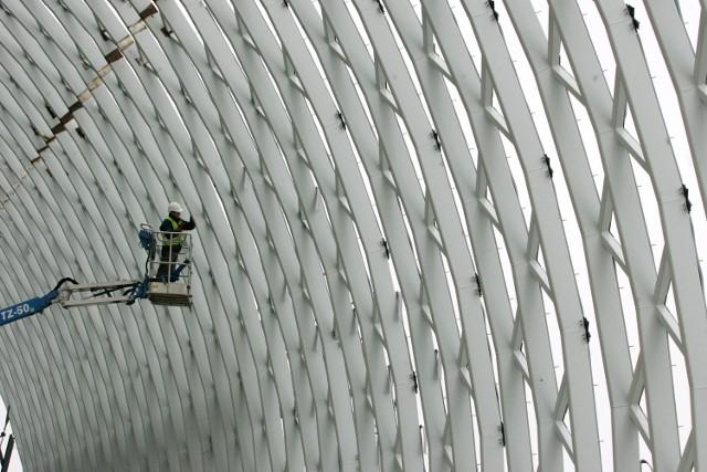 Mrozy nie wstrzymały tempa prac na budowie poznańskiego dworca kolejowego