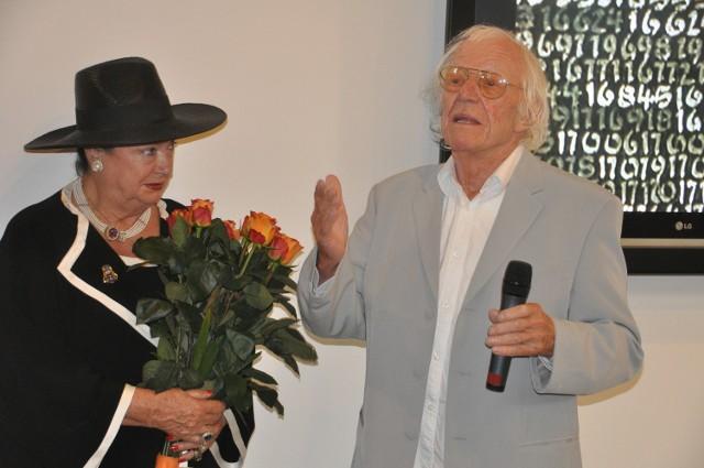 Roman Opałka podczas wernisażu wystawy w poznańskiej galerii Art Stations