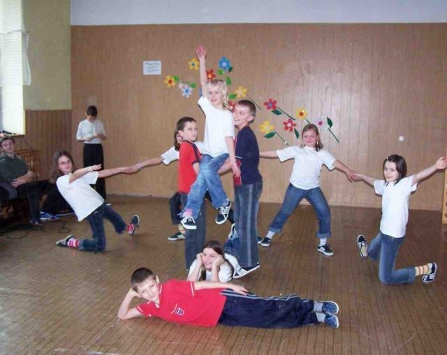W lelowskiej gminie lekcje wychowania fizycznego to z konieczności zajęcia z rytmiki