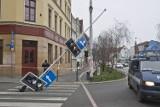 Wrocław: Sygnalizator runął na przejście dla pieszych