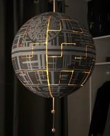 Jak zbudować Gwiazdę Śmierci z lampy z Ikei? Efekt robi niesamowite wrażenie! [WIDEO]