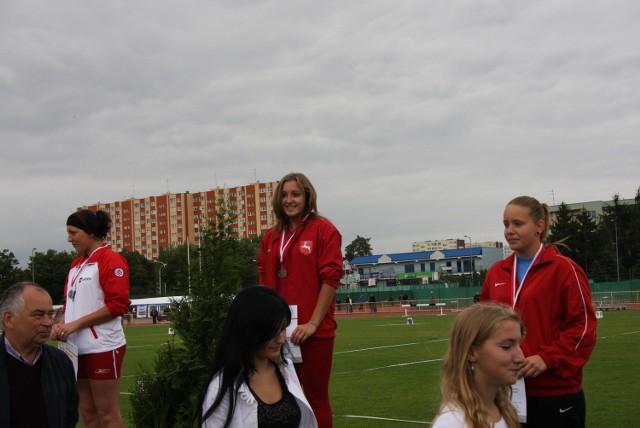 Malwina Kopron (Wisła Puławy) na najwyższym stopniu podium podczas mistrzostw Polski (U-18)