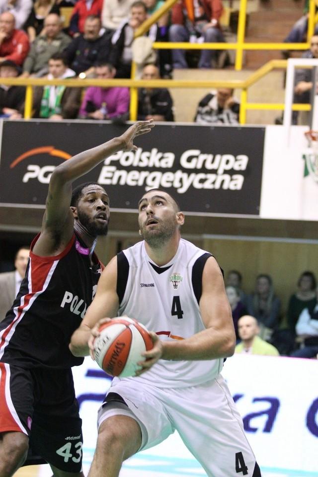 Ivan Zigeranović (numer 4, Turów) kontra Tony Easley