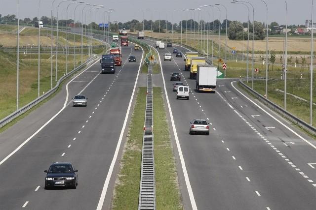 Za pokonanie 90 km autostrady z Gdańska do Grudziądza posiadacze aut osobowych płacą 17,60 zł. Drugi 62-km odcinek z Grudziądza do Torunia do 10 lutego 2012 roku jest zwolniony z opłat