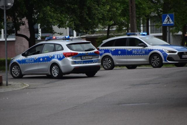 Niezwykłą czujnością i wzorową postawą wykazał się 43-letni mieszkaniec Sławna, który nie pozostał obojętni na sygnały świadczące o tym, że kierowca Peugeota może być pod wpływem alkoholu. Badanie przeprowadzone przez policjantów wykazało, że 32 - letni kierowca tego auta miał ponad 3 promile alkoholu w organizmie.