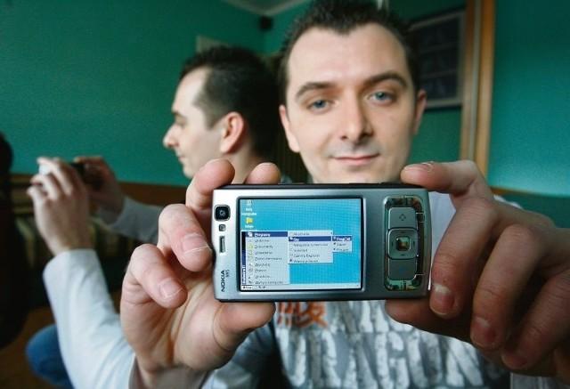 Telefon komórkowy jak komputer? Marcin Grygiel pokazał, że to możliwe. Chce go zatrudnić wiele firm informatycznych