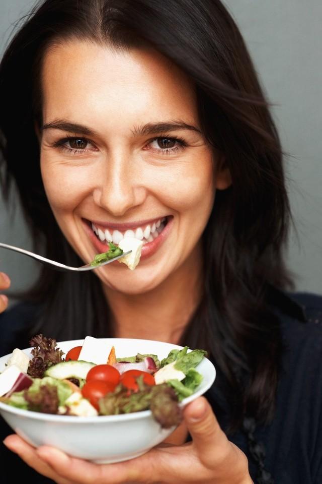 Jeśli ktoś decyduje się na dietę, która eliminuje węglowodany złożone, i nie jada ryżu, kaszy, makaronu ani pieczywa, naraża się na efekt jo-jo, bo nie sposób do końca życia unikać węglowodanów.