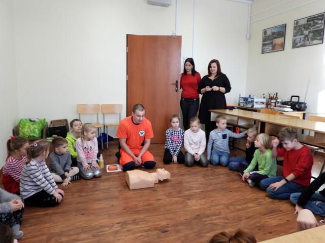 Jak poinformowała nas kierowniczka klubu wojskowego Agnieszka Pierz, ferie są zorganizowane dla wszystkich dzieci. Codziennie przychodzi spora gromadka, zawsze jest dla nich jakaś niespodzianka.