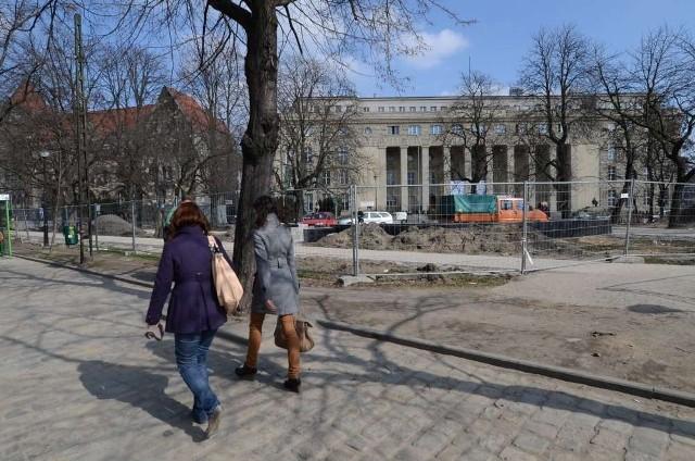 Na terenie ograniczonym ulicami Towarową, Święty Marcin i Al. Niepodległości powstaje Agora Studentów