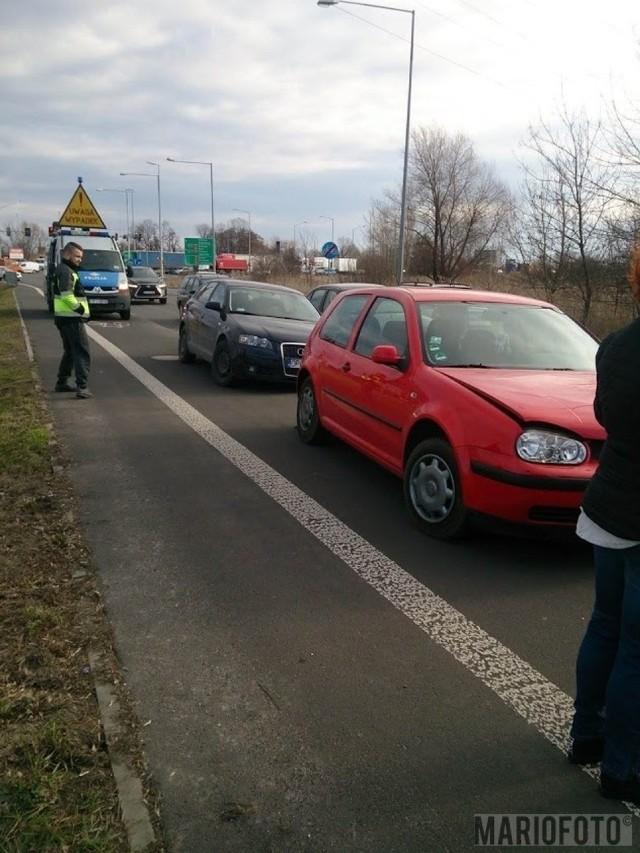 Zderzenie trzech samochodów na ul. Luboszyckiej w Opolu.