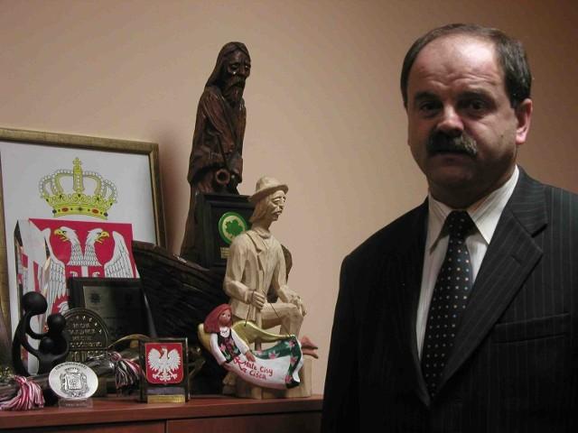 Wójt Piotr Tyrlik uważa, że zarzuty części radnych są nieprawdziwe