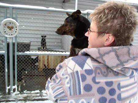 Jeszcze w tym roku w chojnickim schronisku dla zwierząt ma powstać hotel dla zwierząt. Na zdjęciu Barbara Homa, kierownik Przytuliska. Fot. Agnieszka Wirkus