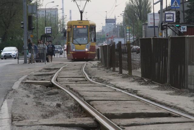 W piątek tuż po ósmej zepsuty tramwaj zablokował torowisko na Zgierskiej w stronę centrum.