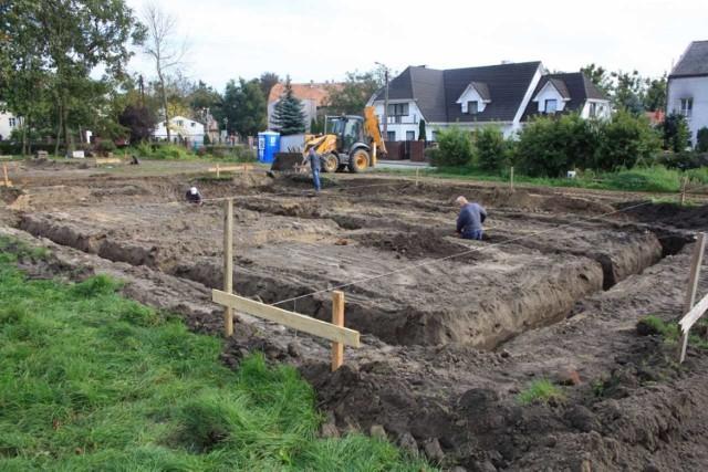 Na działce przy obecnym Domu Dziecka w Chełmnie już rozpoczęła się budowa dwóch mniejszych domów