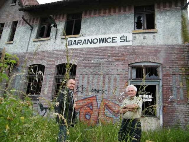 Dworzec PKP Baranowice: Budynek nie został wyburzony. Będzie sprzedany?