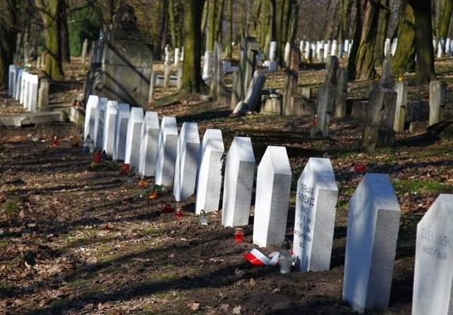 Groby powstańców styczniowych pochowanych na Cytadeli w Poznaniu będą odnowione, a błędne inskrypcje na nich zostaną skorygowane