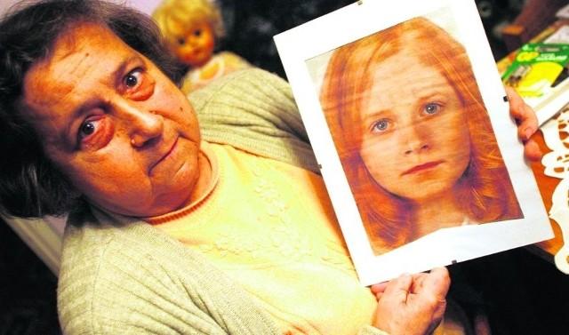 - Dziś Monika jest już dużą panną - mówi babcia, pokazując komputerowy portret wnuczki