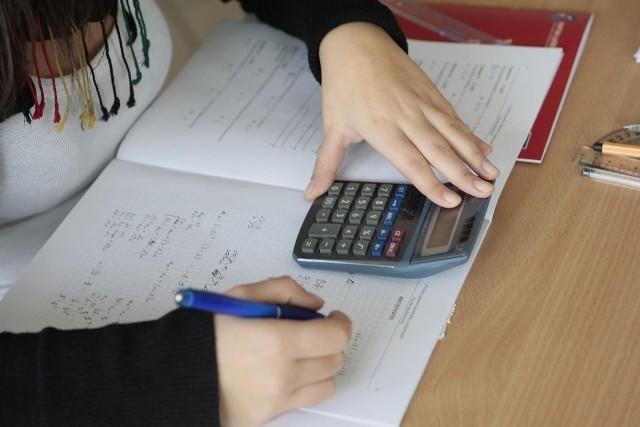 Testy diagnostyczne z matematyki przygotują do matury 2012