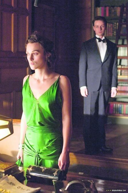 Młodzieńcza miłość w cieniu donosu: Cecylia (Keira Knightley) i Robbie (James McAvoy)