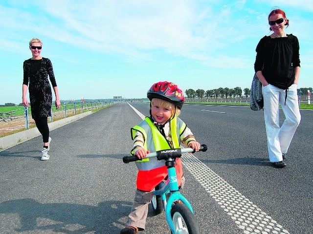 Zwykle po autostradzie podróżować rowerem nie można, wczoraj jednak był dzień wyjątkowy, nawet dla najmłodszych uczestników ruchu