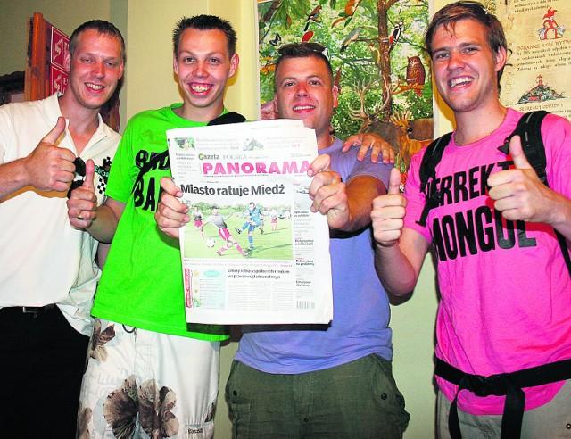 Sympatyczni Holendrzy szukali w Legnicy gazety z 2009 r.