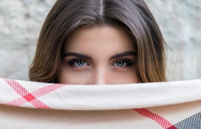 Makijaż permanentny brwi to zabieg inwazyjny. Dobrze dobrana metoda oraz skuteczna pielęgnacja skóry po jego wykonaniu daje oszałamiający efekt.