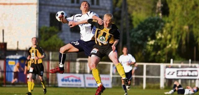 Na boisku w Ząbkach, GKS Katowice (żółto-czarne stroje) wywalczył cenne trzy punkty