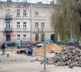 Częstochowa: Na Starym Rynku wreszcie porządkują teren