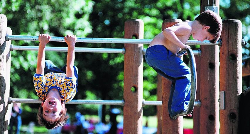 W szkole i przedszkolu dzieciom zdarzają się urazy kończyn