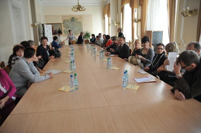 Pracownicy MOPS spotkali się w sprawie restrukturyzacji z wiceprezydentem Łodzi