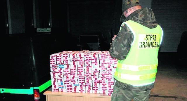 Mężczyźni przemycali tysiąc paczek papierosów z Ukrainy