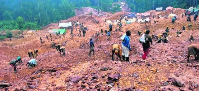 """""""Krew w komórce"""" to wstrząsający dokument o kopalniach w Kongu, dostarczających minerały do produkcji telefonów"""