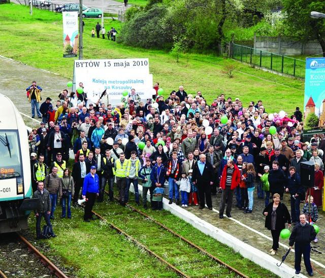 Pociągi osobowe przyjeżdżają teraz do Bytowa raz na kilka lat. Mieszkańcy chcą przywrócenia stałych połączeń. Z promocyjnych przejazdów w sobotę skorzystało w sumie ponad 500 osób.