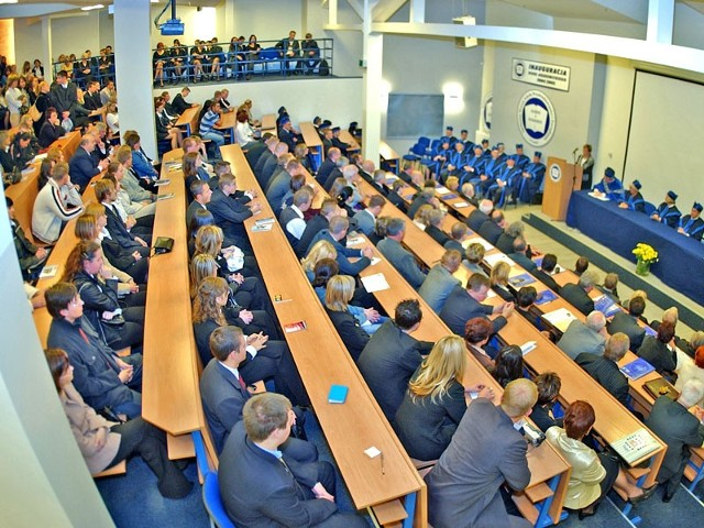 Studenci SWSPiZ czekają na listy stypendystów