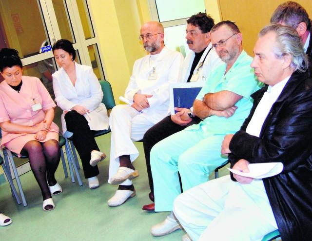 Lekarze i pielęgniarki apelują do radnych o rozsądek